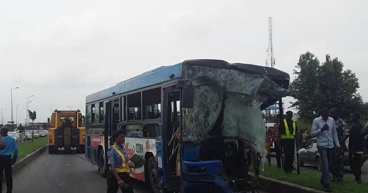 Dangote Cement truck crushes BRT bus in Lagos, dozens injured - Pulse Nigeria