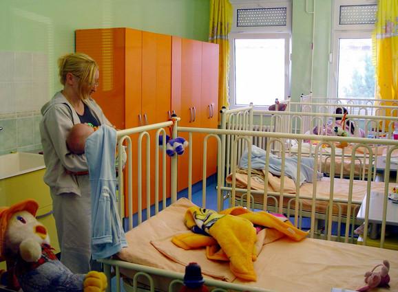Majkama dozvoljeno da ostanu uz decu: Dečja bolnica