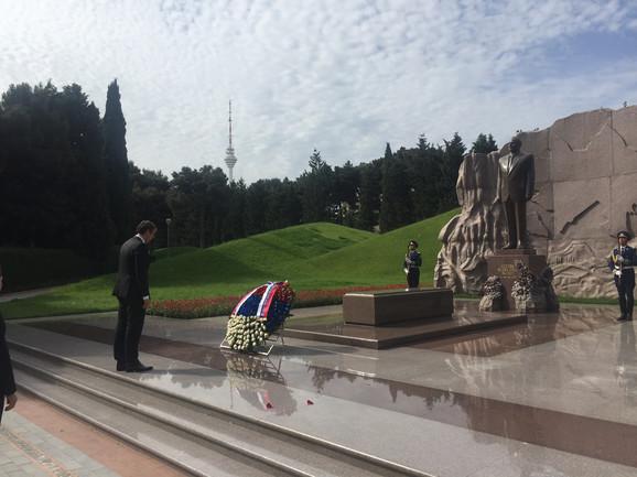 Spomenik Hajdaru Alijevu