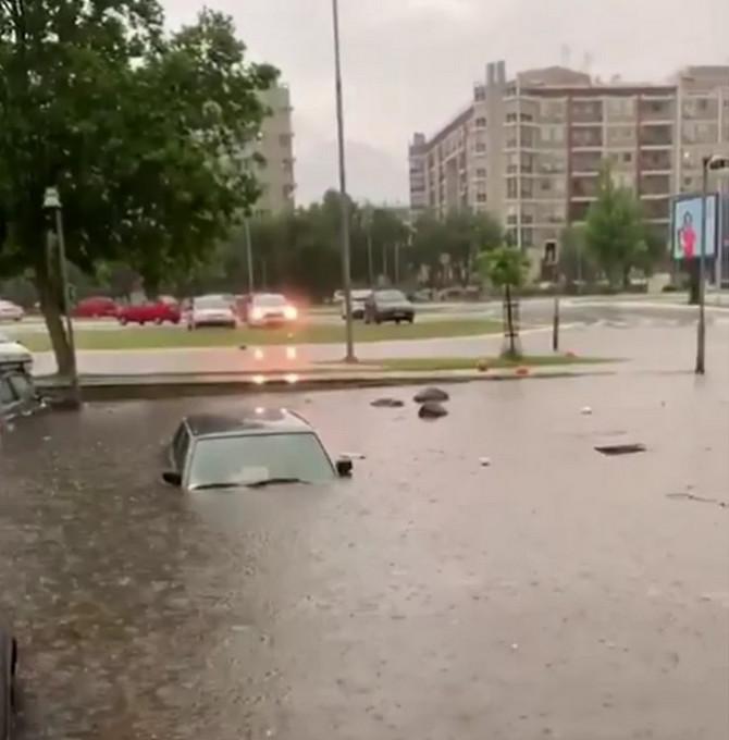 Ako vam je nevreme poplavilo automobil, evo šta treba da uradite