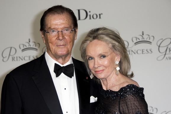 Rodžer Mur sa suprugom Kristinom