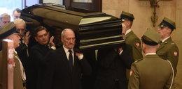 Macierewicz wniósł trumnę z ciałem przyjaciela