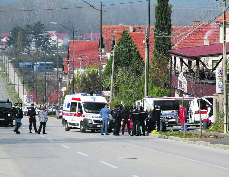 NIs21 ubicu iznose na nosilima foto Branko Janackovic