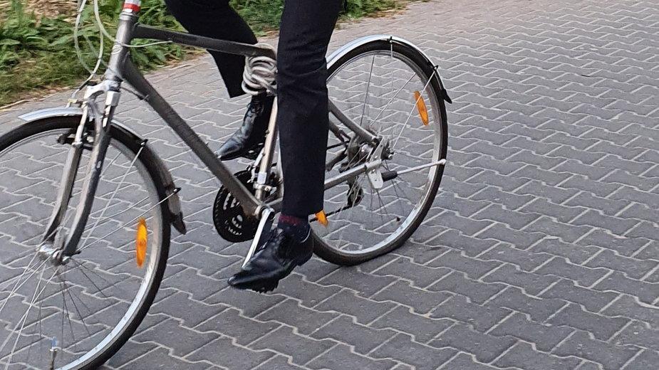 Zdjęcie wiceministra na rowerze