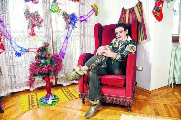 Ruška Jakić u svojoj dnevnoj sobi