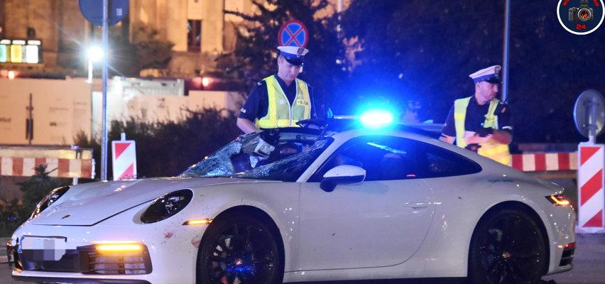 Straszny wypadek w Warszawie, porsche zmasakrowało pieszego. Kto siedział za kierownicą? Szokujące doniesienia!
