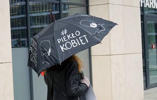 Zaostrzenie prawa aborcyjnego dzisiaj w Sejmie. Pomimo pandemii trwa protest kobiet
