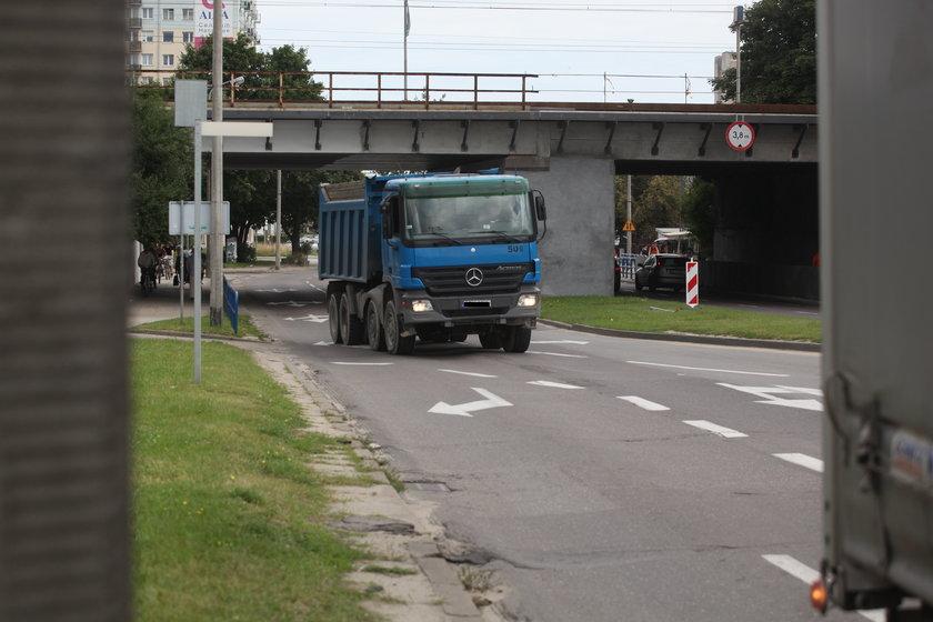 Ciężarówka na ul. Kołobrzeskiej