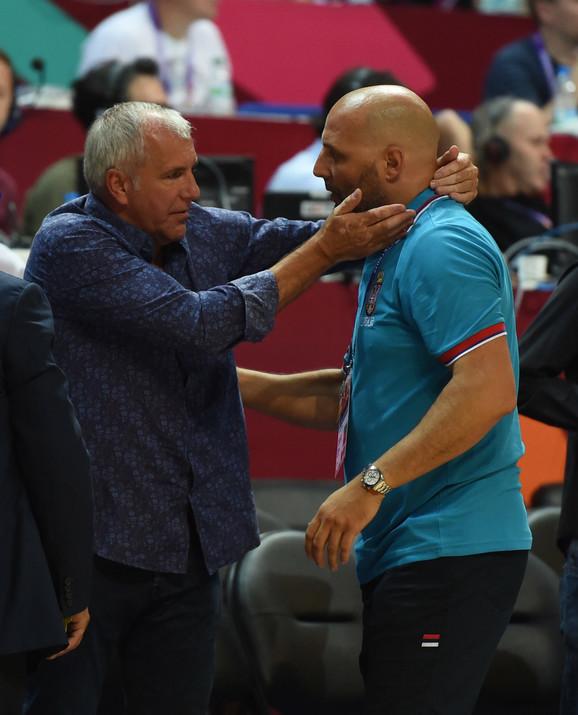 Željko Obradović i njegov nekadašnji đak, sada selektor Srbije i osvajač srebra na Svetskom prvenstvu, Olimpijskim igrama i Evropskom prvenstvu kao strateg