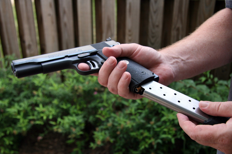 52861_pistolj01-afp-karen-bleier