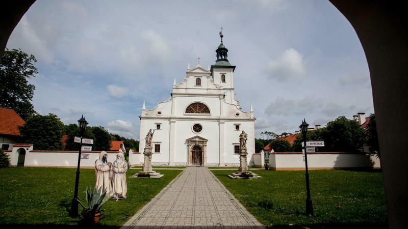 Pokamedulska Pustelnia Złotego Lasu. Kościół pod wezwaniem Zwiastowania Najświętszej Marii Panny