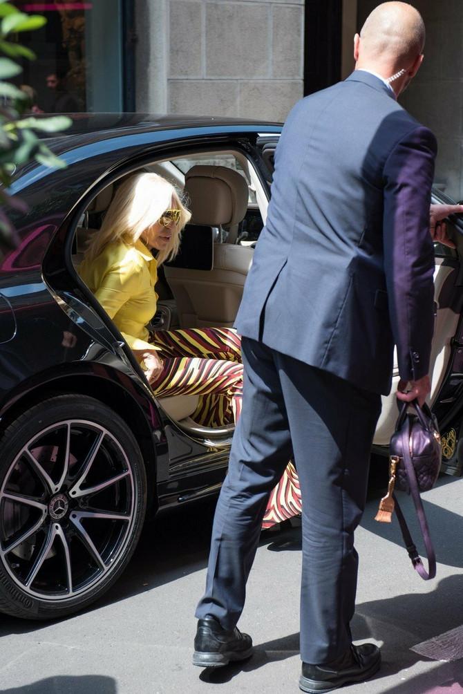 Donatela Versače stiže na reviju u Milanu