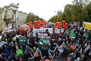 Protestujący przeciw CETA i TTIP: To protest przeciw wszechwładzy korporacji