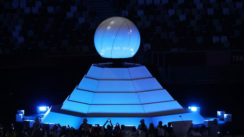 Zgaszony znicz olimpijski podczas ceremonii zamknięcia XXXII Letnich Igrzysk Olimpijskich w Tokio