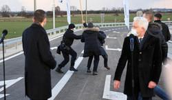 Protest Agrounii zakłócił wizytę premiera. Tusk kpi z Morawieckiego [WIDEO]