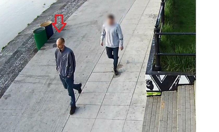 Warszawa: Brutalny atak na bulwarach. Policja szuka napastnika