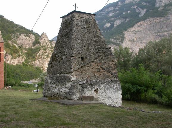 Temelji stare crkve i
