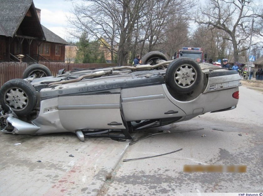Porwał samochód z niepełnosprawnym. Dachowali autem! FOTY