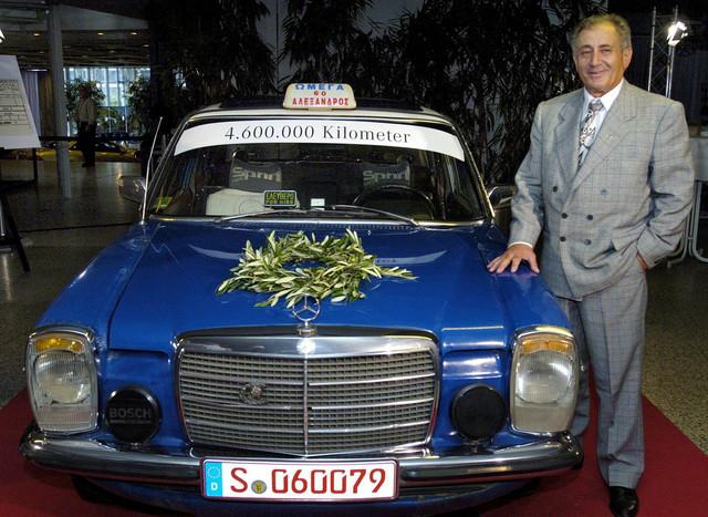 Gregorios u Študgartu prilikom primoredaje automobila u muzej