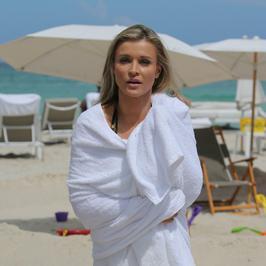 Joanna Krupa wybrała się z byłym mężem na plażę. Ale takiegio zachowania się nie spodziewała