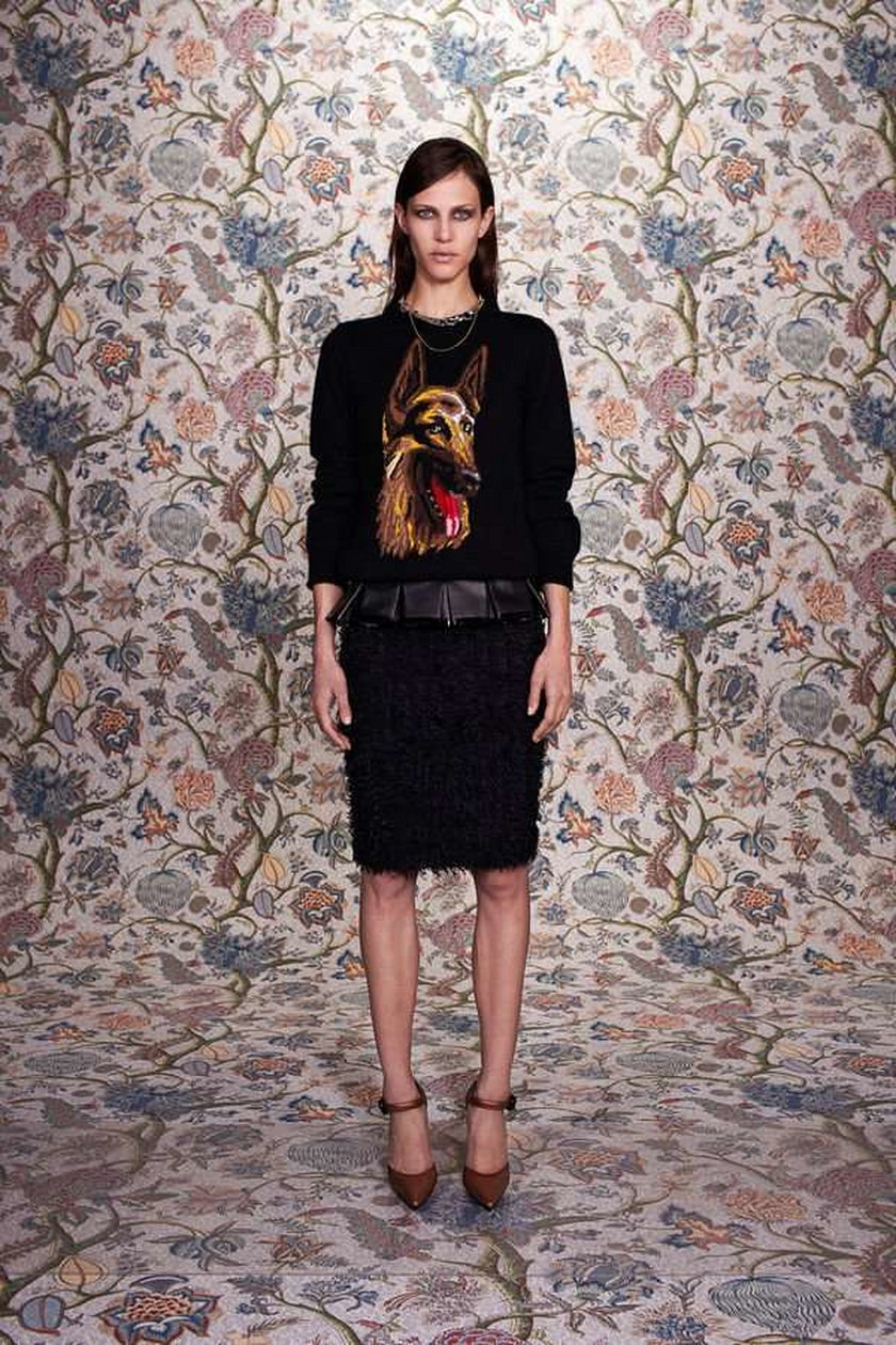 Sweter z psem od Balenciagi