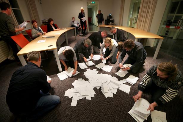 Nie milkną echa środowego referendum, w którym Holendrzy opowiedzieli się przeciwko umowie o stowarzyszeniu Ukrainy z UE.