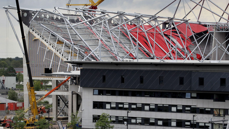 Zawalona trybuna stadionu w Enschede