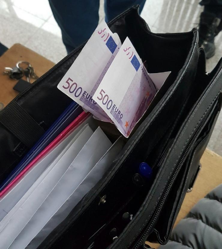 sakriveni evri u kutiji bombona