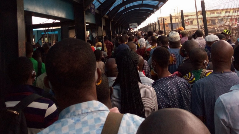 Lagosians queue at the Ikorodu BRT terminal in Lagos on May 4, 2020 after the easing of restrictions in the state [Twitter/@tope_bisade]