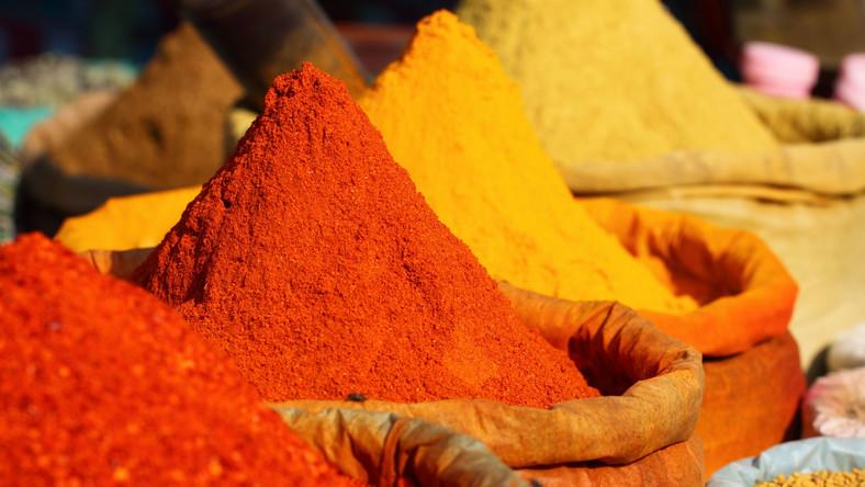 Kurkuma zawiera kurkuminę, która wzmacnia układ odporności