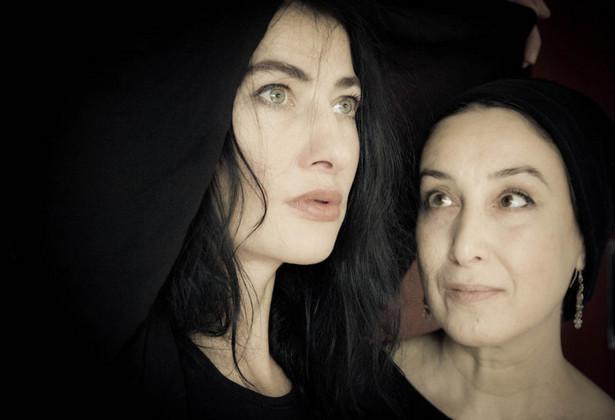 "Anna Rozenfeld i Dorota Liliental w spektaklu ""Cudzoziemski Ptak"", fot. Jola Retelska (mat. pras. Festiwalu Singera 2015)"