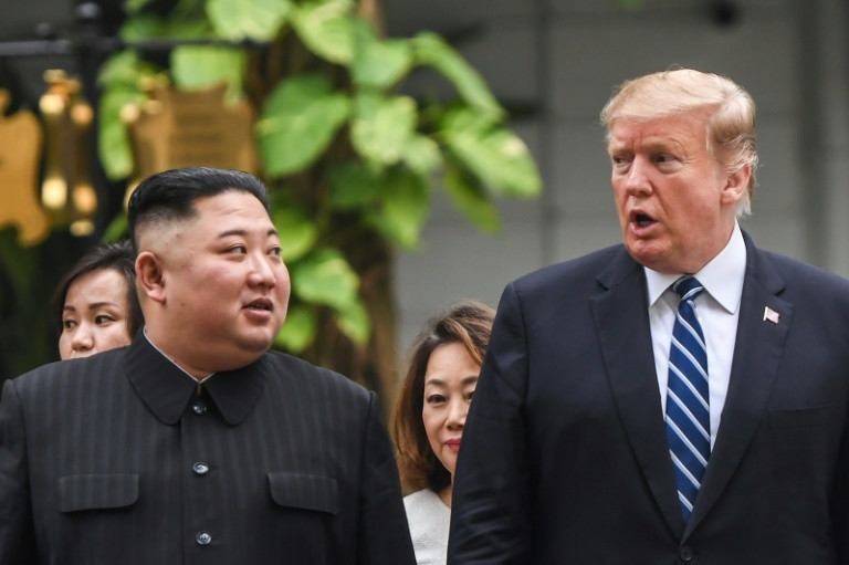 North Korea leader Kim Jong-un (L) with Us President Donald Trump