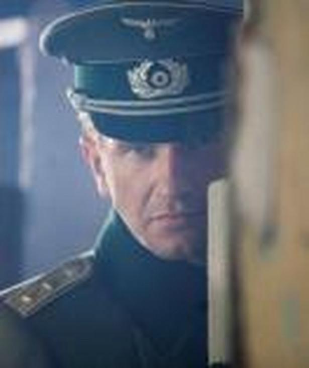 """Kadr z filmu """"Hans Kloss. Stawka większa niż śmierć"""""""