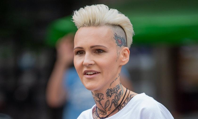 Agnieszka Chylińska ostrzega fanów przez oszustwami w Internecie.