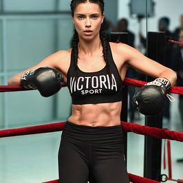 Piękna Adriana Lima na bokserskim treningu