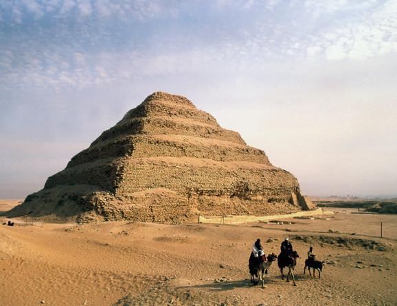 Džoserova stepenasta piramida, preteča egipatskih piramida