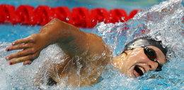 Niesamowity popis mistrzyni olimpijskiej. Płynęła ze szklanką na głowie