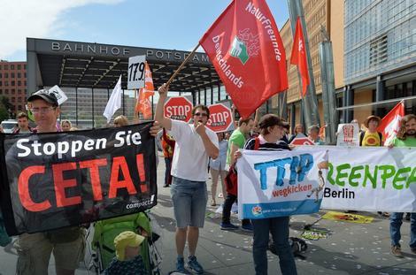 Protest protiv TTIP i još nekih trgovinskih sporazuma u Berlinu