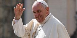Papież sprzedał lamborghini. Autograf wart fortunę