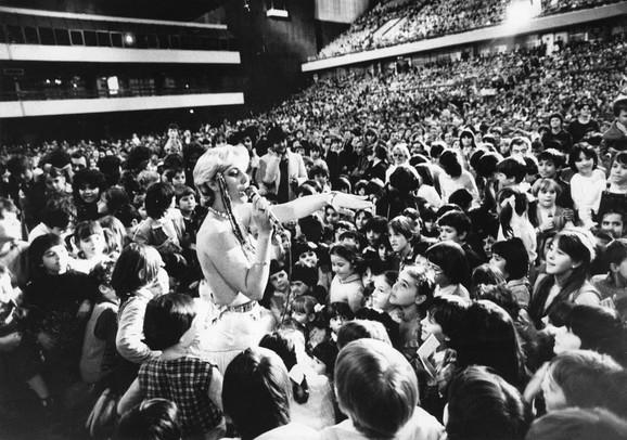 Na vrhuncu karijeri imala je uspešne koncerte širom SFRJ