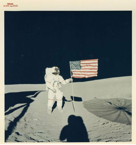 Edgar Mičel, Alan Šepard i američka zastava, misija