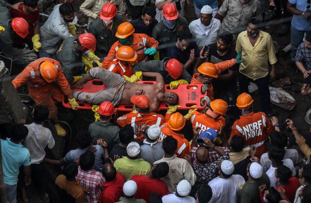 Rušenje zgrade u predgrađu Mumbaja