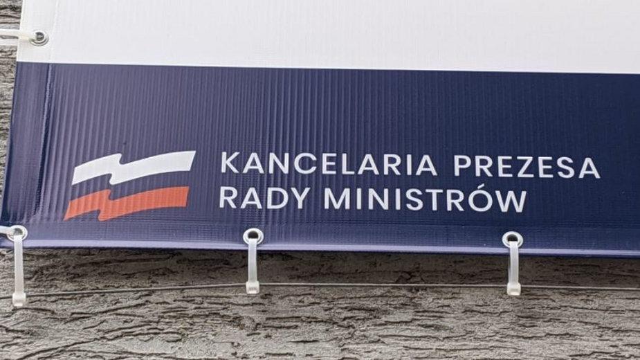 Internauci zwrócili uwagę na kolory flagi, umieszczonej na banerze opolskiego punktu szczepień