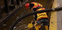 Wybuch wodociągu. Woda zalała metro