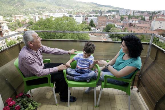 Oliver Ivanović sa porodicom