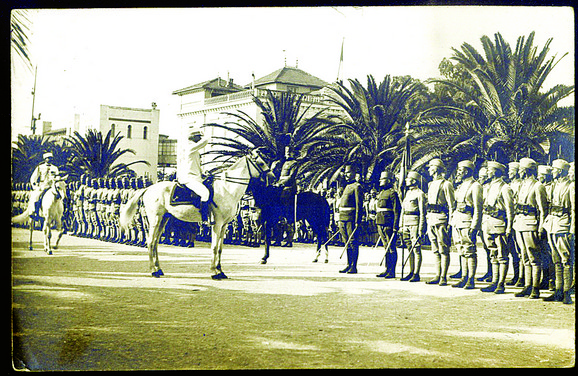 Parada u Bizerti pri ispraćaju trupa na Solunski front 1916.