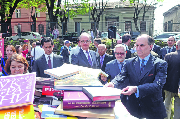 Knjige koje su danas ostavljali posetioci biće prosleđene bibliotekama po Srbiji