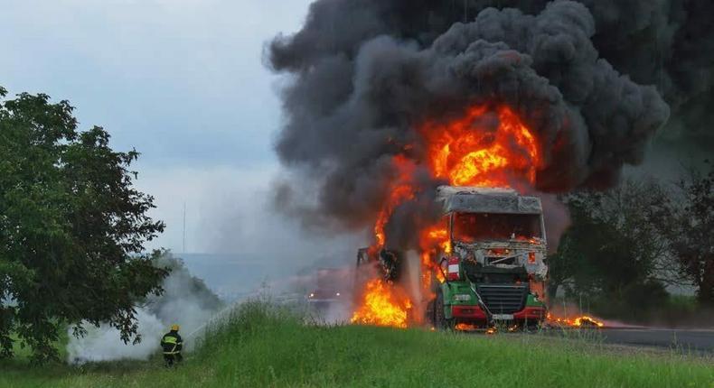 Two trucks burst into flames along Nairobi-Nakuru highway (Courtesy)