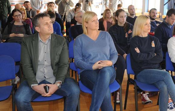 Pomoćnik gradonačelnika Loznice Dejan Stalović i Ana Joković, potpredsednica Košarkaškog saveza Srbije i proslavljena košarkašica