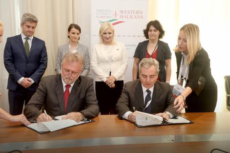 Potpisivanje ugovora sa EIB: Ministar finansija Dušan Vujović